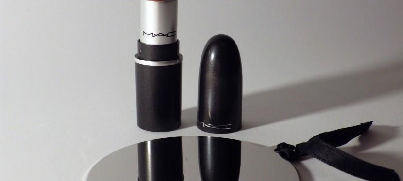 MAC Satin Lipstick, labios de acabadonatural