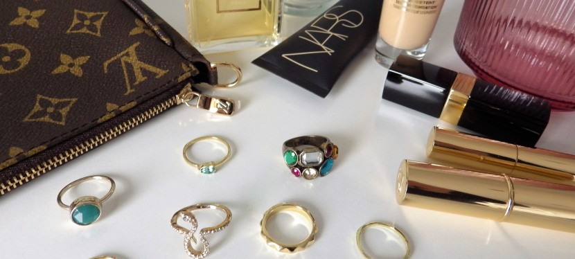 The modern way to wear rings